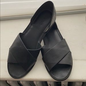 Shoes - Size 7.5 Vince sandels